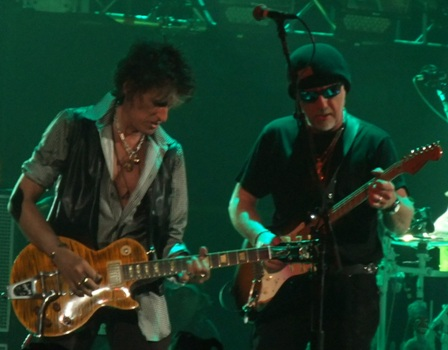 Joe Perry and Brad Whitford from Aerosmith live at Bercy Arena
