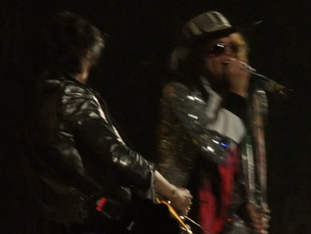 Joe Perry with his Colombian hat - Aerosmith live at Bercy Arena