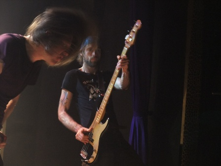 Lee Dorrian headbanging with Leo Smee - Cathedral live in Paris