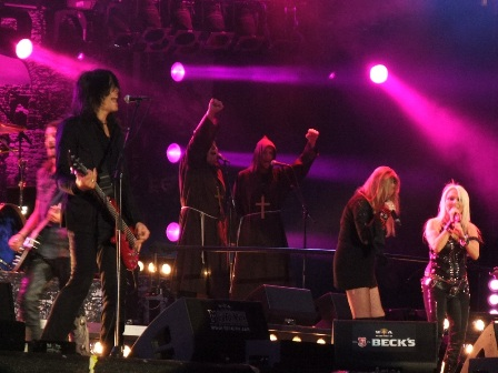 Sabina Classen and Doro live at Wacken