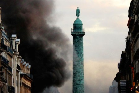 Place Vendome burning