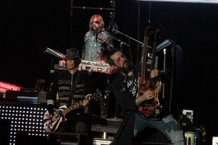 DJ Ashba, Chris Pitman and Bumblefoot - Guns'n'Roses live in France
