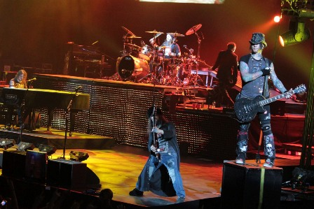 Bumblefoot and DJ Ashba on stage with Guns'n'Roses