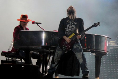 Axl Rose on piano and Bumblefoot on guitars playing November Rain