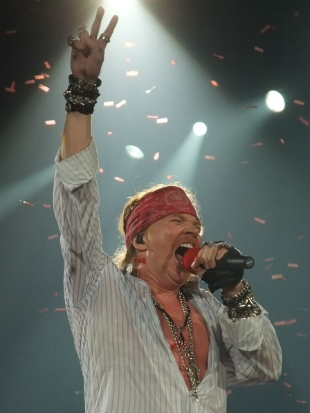 Axl Rose singing Paradise City