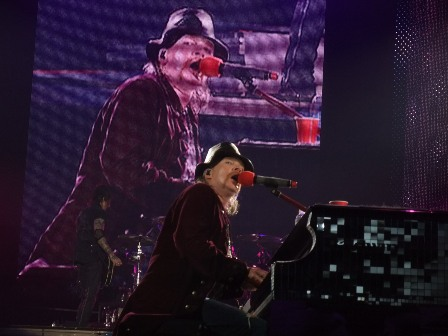 Axl Rose playing November Rain