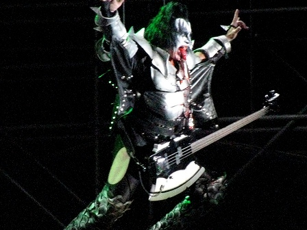 Gene Simmons ready to fly - Kiss live in  Bogotá, Colombia - April 11 2009