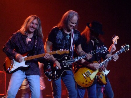 3 Guitars and a bass - Lynyrd Skynyrd live in Paris