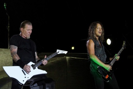 Tom Araya on bass and vocals, live with Metallica