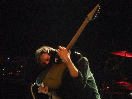 Playing guitar with the teeth! Paul Gilbert from Mr. Big live in Paris 2009