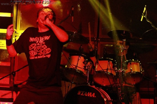 Barney Greenway and Danny Herrera from Napalm Death, live in Colombia