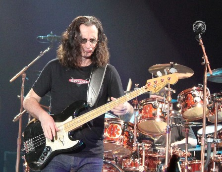 Geddy Lee on bass - Rush live in Frankfurt