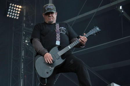 Jason Rainey on guitars - Sacred Reich live in France