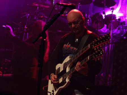 Paul Quinn and his double guitar