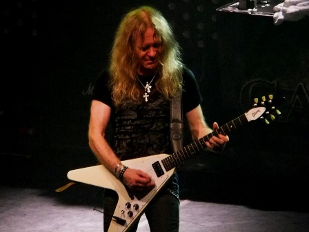 Doug Scaratt on guitars with Saxon