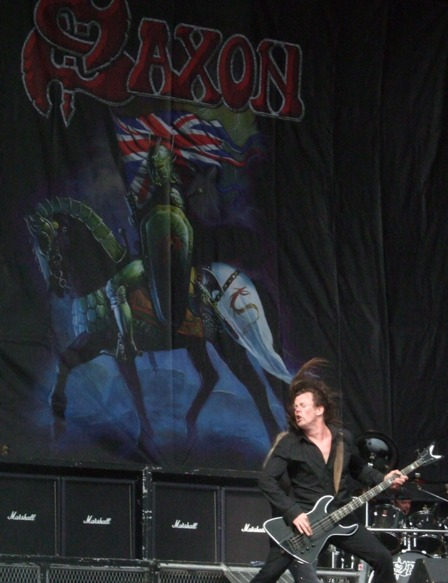 Nibbs Carter from Saxon headnaging in Graspop 2008