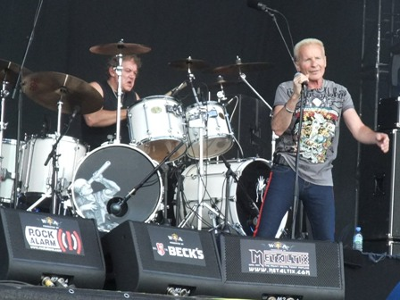 Andy Parker and Phil Mogg playing with U.F.O. in Wacken