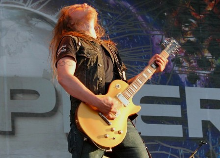 Eidan Thorr on guitar with Valient Thorr at the Sonisphere Madrid