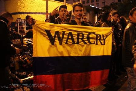 A Warcry fan with a Colombia flag