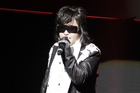 Toshi singing with X Japan in Paris