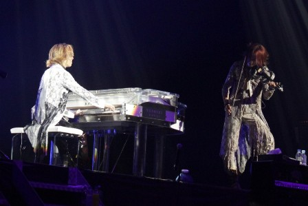 Kurenai: Yoshiki on piano, Sigizo on violin