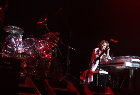 Toshi on drums and Yoshiki on piano - X Japan live in Paris